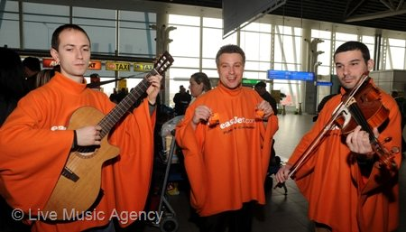 Musical serenades on Valentine`s Day | photo: livemusicagency.com